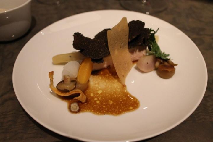 Gang 7: Parelhoen, schorseneren, langoustine, raap, champignon, truffel