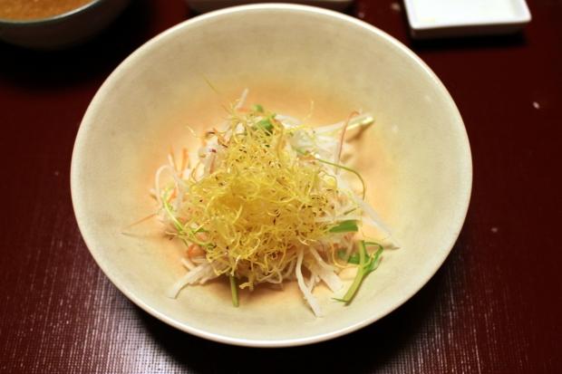 Salad of fried sweet potato + shrimp dressing